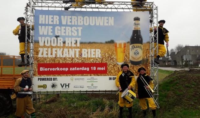 Bier van de jubilerende carnavalsvereniging De Zelfkant uit Haps.