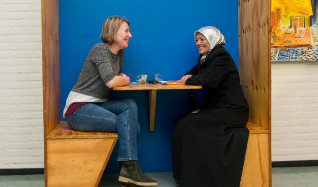 In speciale zitjes krijgen bezoekers van Stip oud-west alle tijd om hun vragen te stellen. (Foto: Maaike van Helmond)