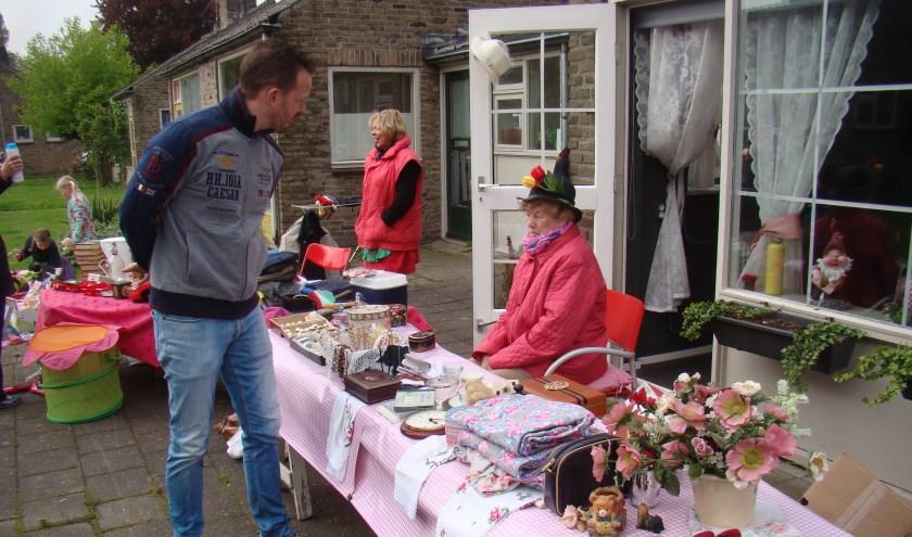 Wijkcomité Het Woolde organiseert een fancy fair en rommelmarkt rond de kabouterhuisjes. Foto: Het Woolde