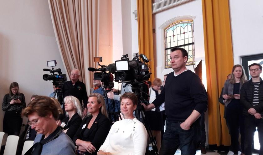 Veel belangstelling van pers voor de presentatie maandagmorgen in de Mariënhof. (Foto: Amersfoort Nu)