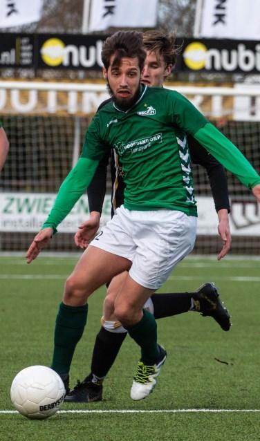Voor rust onderscheidde Diego van der Weide zich met twee prachtige treffers.