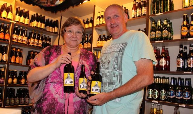Breus en Ineke van de Pol houden een speciaalbierproefavond in het T-cafe van gebouw De Troubadour in Veenendaal. (Archieffoto: Martin Brink)