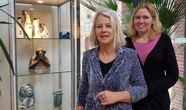 José Hendriksen (voor) en Marieke Achterkamp tonen hun werk de komende weken in De Huve.