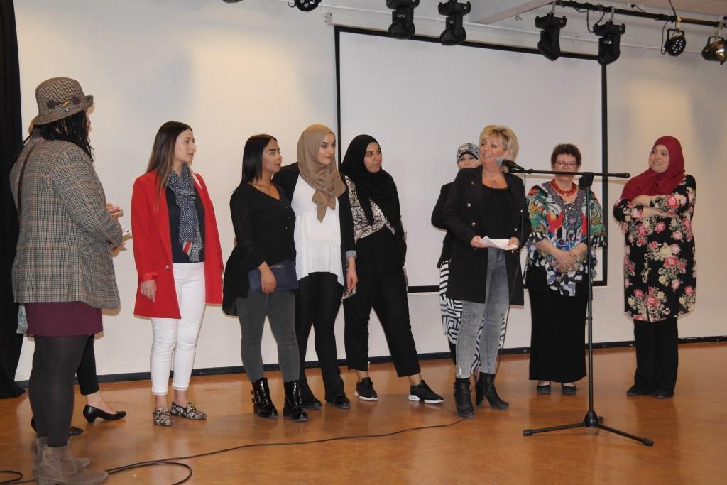 Diverse sterke vrouwen verenigen zich, een gekleurd gezelschap  © Persgroep