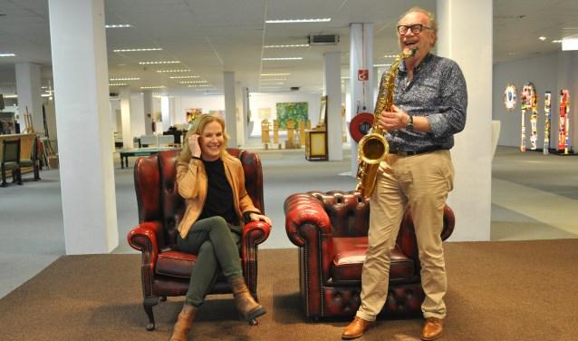 Saxofonist Peter van Ineveld en Roosendaalse kunstenaar Anouk Gunter die exposeert tijdens Eye-Candy 22.