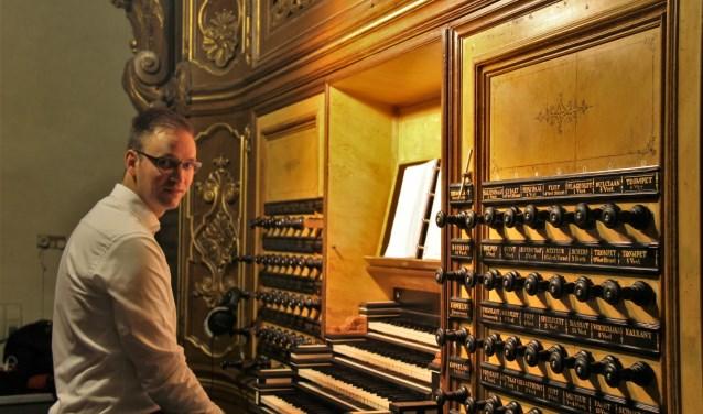 Organist Henk Frank Strijkert. (Foto: Jeroen Schoonhoven)