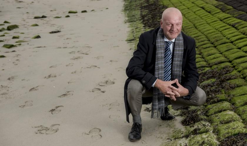 """""""In Nederland mogen we stemmen. Het is geen plicht, maar een recht"""", laat dijkgraaf Toine Poppelaars weten. FOTO: Rudy Visser"""