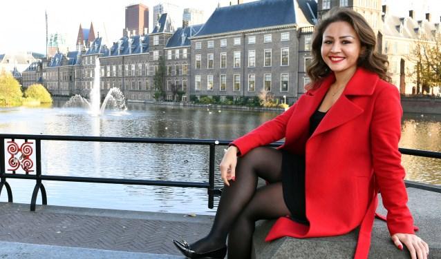 Masoumah Hosseini, als vijftienjarig meisje Afhanistan ontvlucht en nu statenlid van de provincie Zuid-Holland.