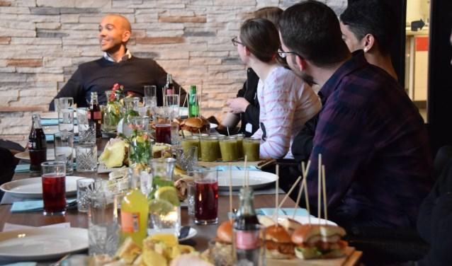 Lunchen met studenten in lesrestaurant VIPZ