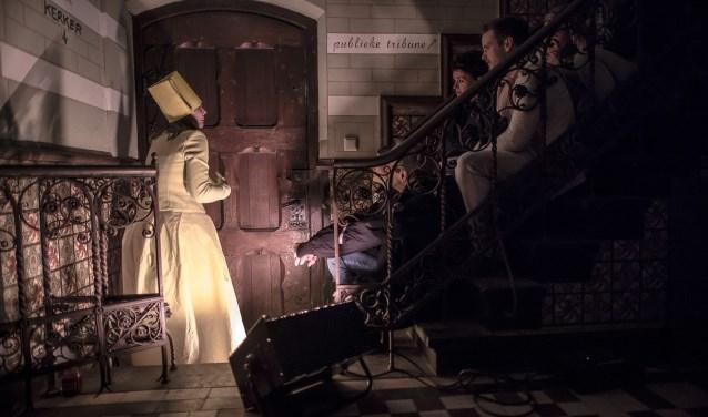 In de voorstellingen van Spruit speelt ook de locatie, dit jaar het oude NS-gebouw, een rol. In 2018 was dat de Statenzaal. (foto: Erik Franssen)