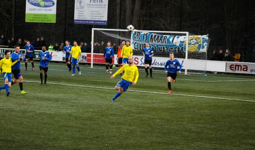 Geen winnaar in de stadsderby sv Hatto-Heim tegen vv Hattem. Het blijft 0-0. Foto: Gradus Dijkman