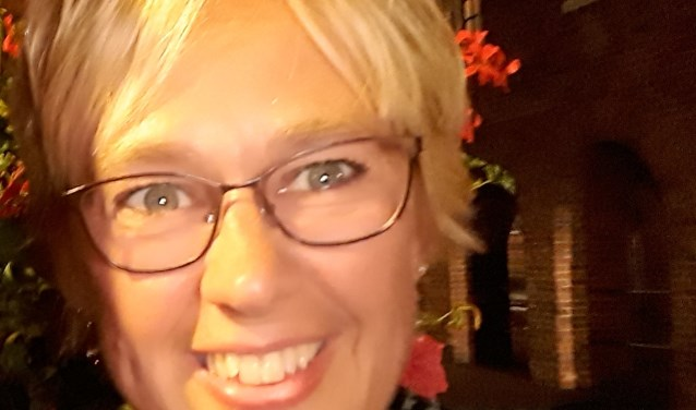 Annemarie. Organisator stiefmoederbijeenkomsten.