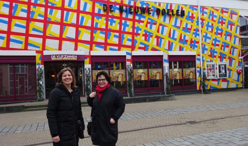 Tanja Jungen (links) en Alida Ambachtsheer van de Soroptimistclub. (Foto: Eline Lohman)