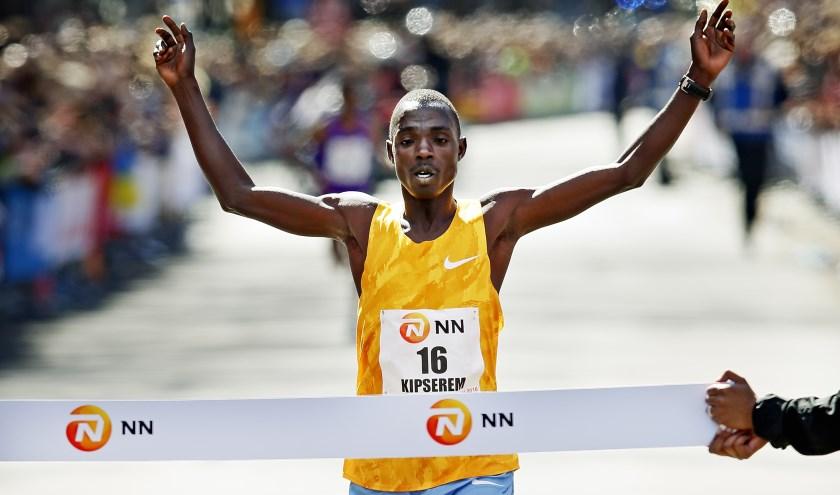 Kipserem is geen onbekende in Rotterdam. In 2018 liep hij ook al de marathon in de Maasstad en in 2016 schreef hij de 36e editie van de NN Marathon Rotterdam zelfs op zijn naam. (Foto: Pim Ras)