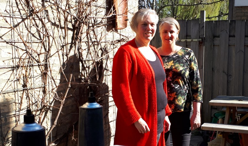 Angela Hofland en Sonja Keizer zijn een weekend naar een Kloosterretraite was geweest. (foto: Ina Florusse)