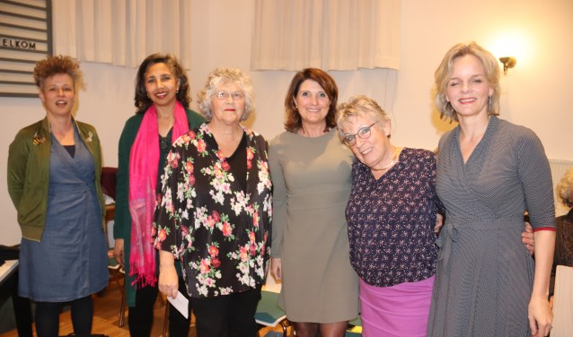 De zes vrouwen die het woord voerden tijdens vrouwendag in Culemborg.