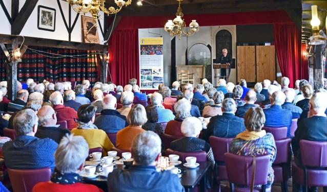 De Dialectkring Achterhook en Liemers gaat zondag 7 april voor het laatst dit seizoen Met Dialect op de Koffie.