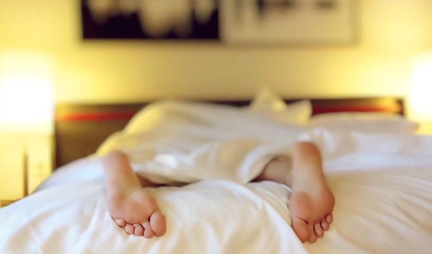 Wat is het toch heerlijk om warm en behaaglijk weg te kruipen onder de dekens en hoofd en ledematen in een weldadige rust te laten glijden.