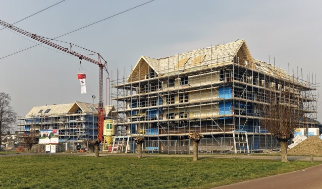Het hoogste punt van De Tweeling werd vrijdag 1 maart bereikt. In april start de verhuur van de 44 appartementen door BrabantWonen. Inschrijven kan via de website van de verhuurder.