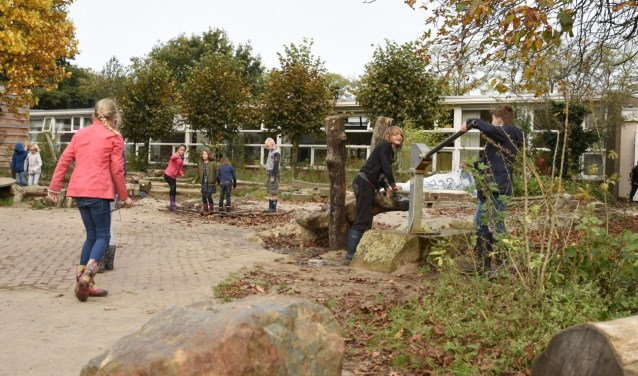 Vrije School Michaël is een van de scholen die bij de stichting aanklopte voor een bijdrage voor  vergroening van hun speelplein.