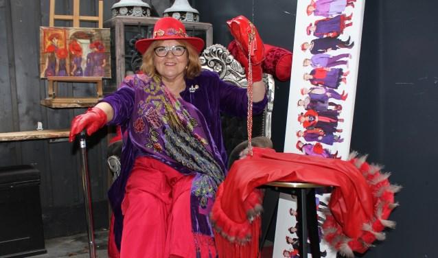 Queen Coconel van The Violettes uit Schijndel roept op: Put your hat on, brush your shoes, that's how we go out. Foto: Wendy van Lijssel