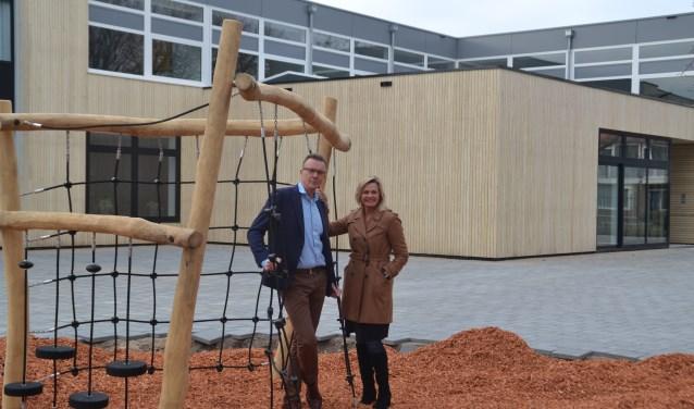 Arnoud Wever en Astrid Boot nodigen iedereen uit op zaterdagochtend een kijkje te komen nemen in het nieuwe Integraal Kindcentrum Oase.