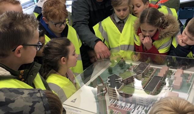 Als klap op de vuurpijl werd er een bezoek gebracht aan de bouwkeet en mochten de kinderen de prachtige maquette bewonderen.