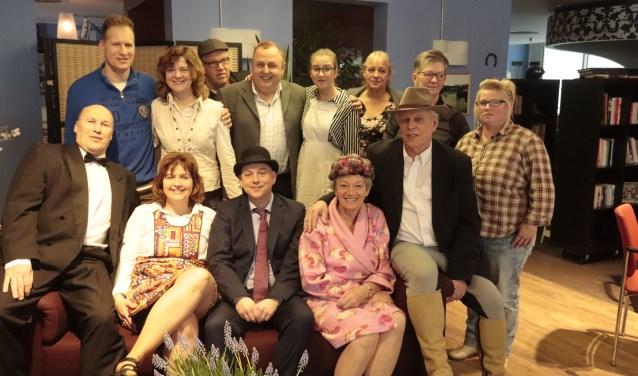 """De toneelgroep van CAJ gaf een hilarische voorstelling over de """"Goede gokker""""."""