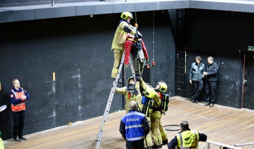 Het slachtoffer moest uit zijn benarde positie worden gered. Foto: Brandweer Noord/Zuid