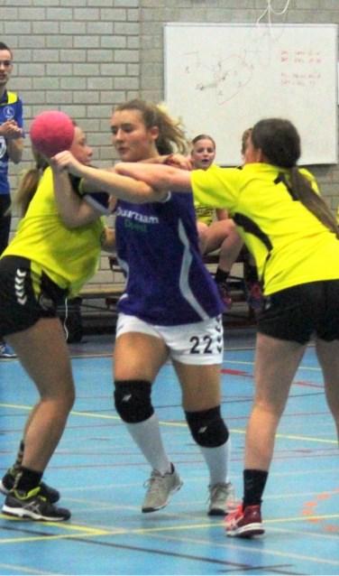 De dames liepen tegen een nederlaag op (Foto Ruud de Jong)