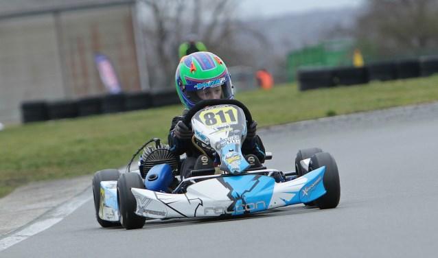 Henk Vuik junior full speed op de kartbaan. (Foto: PR)