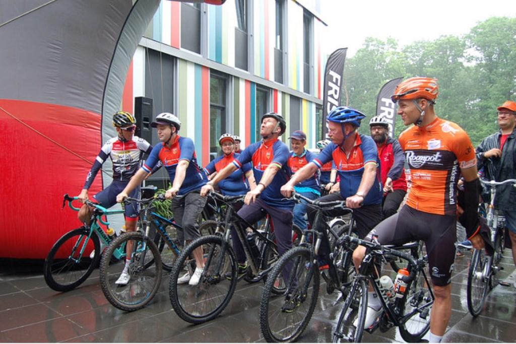 Heb je altijd als eens willen fietsen met een echte wielrenner?Vrijdag 7 juni kan deze droom in vervulling gaan.  © Persgroep