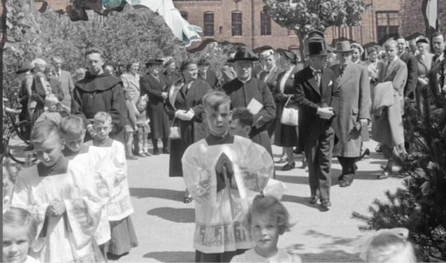 De laatste restjes van het rijke Roomse Leven in Brabant: catechismus, eerste communie, schoolbiecht, misdienaren en processies.