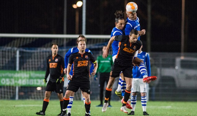 Eilermark (in het blauw/wit) in actie in de avondwedstrijd tegen Sportlust. Eilermark won met 6-1.