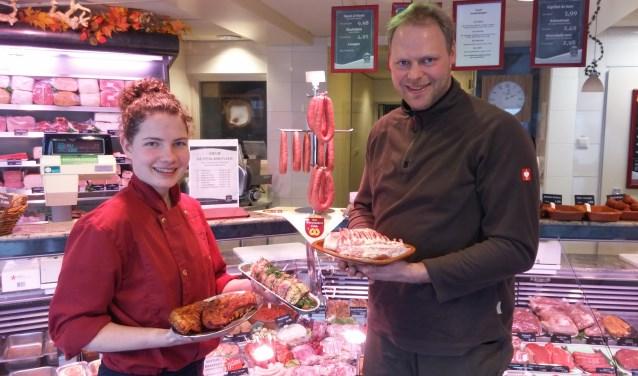 Winkelslager Corianne van der Linden en geitenhouder Hans van Giessen presenteren trots het Brakelse bokkenvlees.