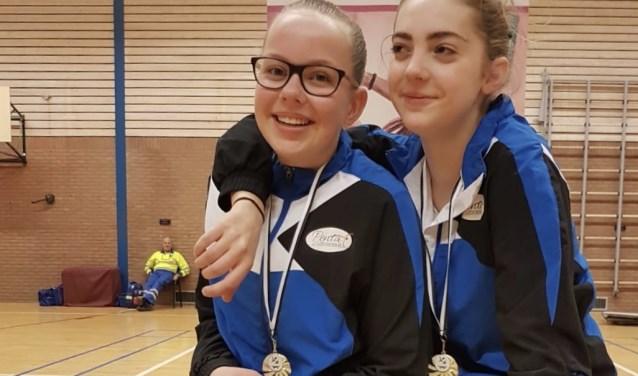 Drie medailles voor Nikki Lensink en Jade Peters