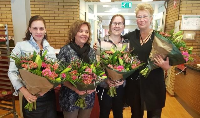 De jubilarissen werden in de bloemen gezet. Foto: Iris Stekelenburg