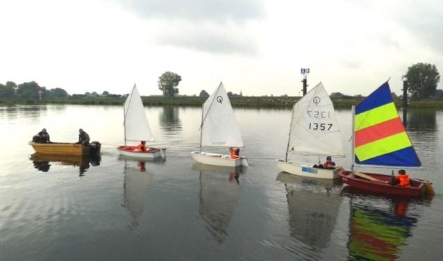 Leer zeilen in een Optimist bij Watersportvereniging Boxmeer. (persfoto)