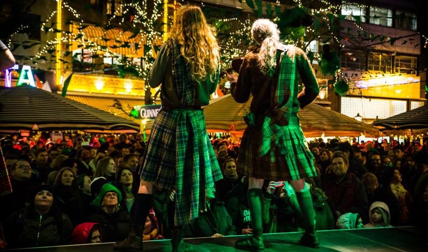 Ierse folklore is ruim vertegenwoordigd tijdens St. Patricks Day op de Grote Markt.