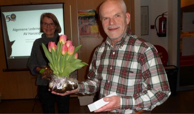 Henk Woudstra blij met zijn onderscheiding voor 40 jaar lid van AV Hanzesport
