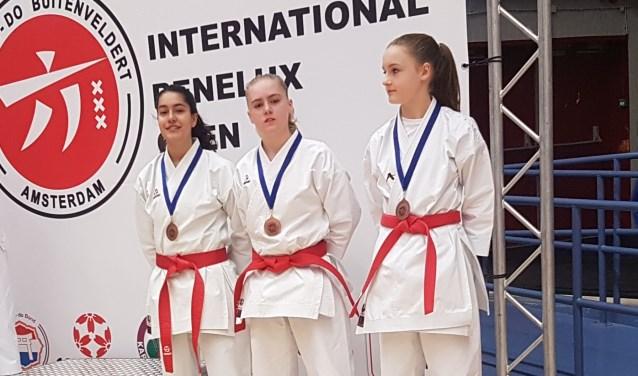 Van links naar rechts LallaRifa Bakker, Caitlin Beets en Donna Bouma