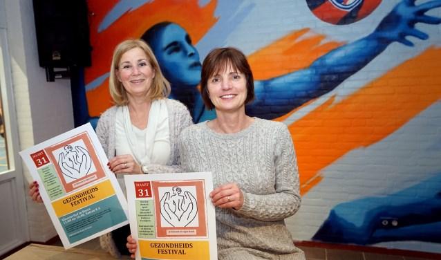 Patricia Bongaarts en Crosan Leemans van de werkgroep zijn lid van de werkgroep van het Gezondheidsfestival. (foto: Tom Oosthout)