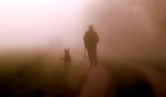 ''Dan verschijnt veur mie lopend uut de mist een man met zien hond'', aldus Eddy Oude Voshaar in zijn wekelijkse wandelverhaal.