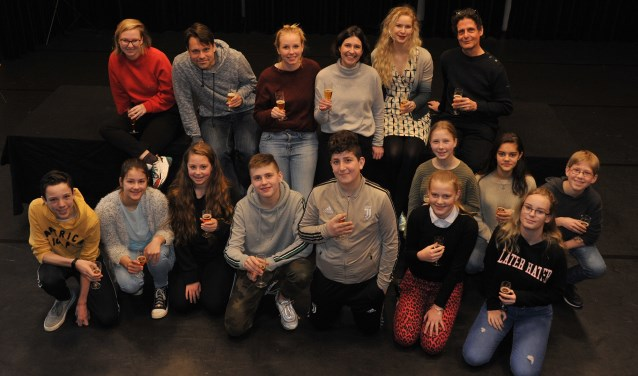 Cast en crew van Achilles bij de aftrap op zaterdag 16 maart.