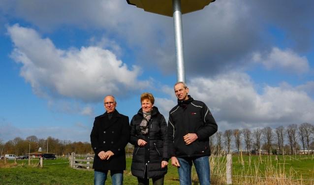 vlnr Rob Geerts initiatiefnemer, wethouder Ria Ankersmit en Henry Steverink, voorzitter VAL Oude IJssel