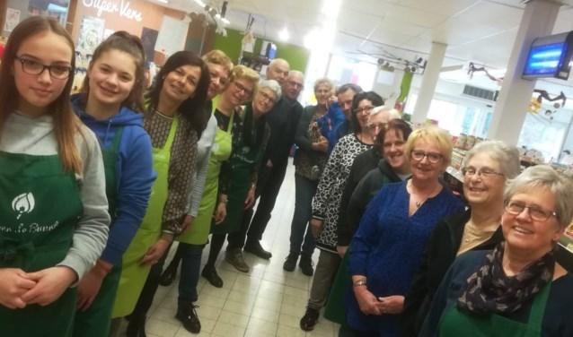 Winkel in Heerle, met vrijwilligers.