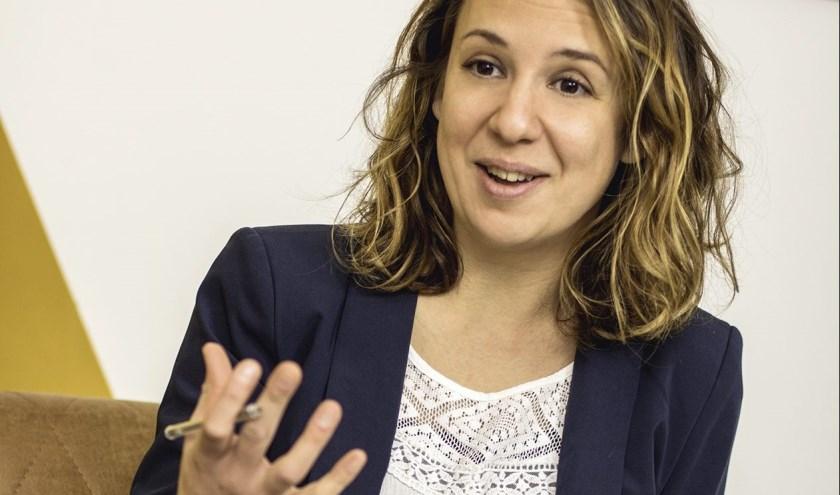 Evelien Aarten geeft een interactieve lezing in de biebover stress- en burnout-coaching.