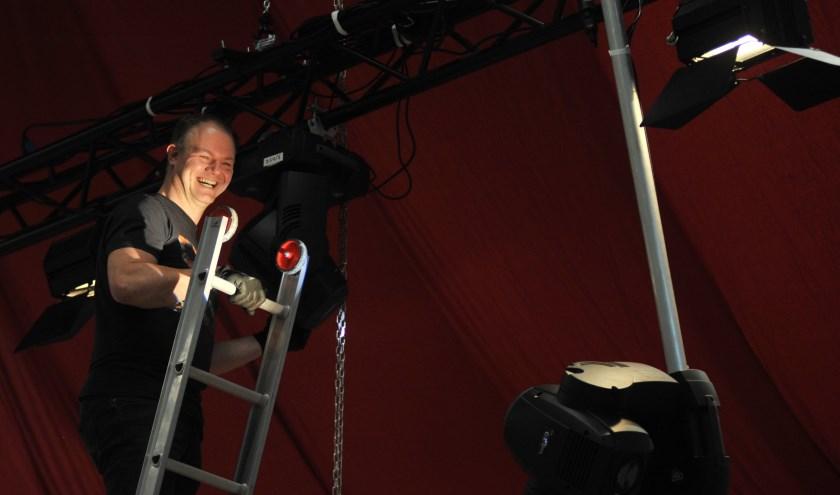 Dennis van de Peppel maakt zich ook verdienstelijk voor carnavalsvereniging De Dolle Instuivers. 'Dat is voor mij een warm bad'. (foto: gertbudding.nl)