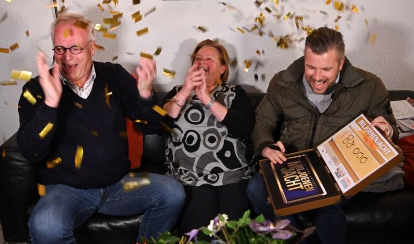 Albert uit Papendrecht zondagavond thuis door Winston Gerschtanowitz verrast met 188.000 euro. (foto: Roy Beusker)