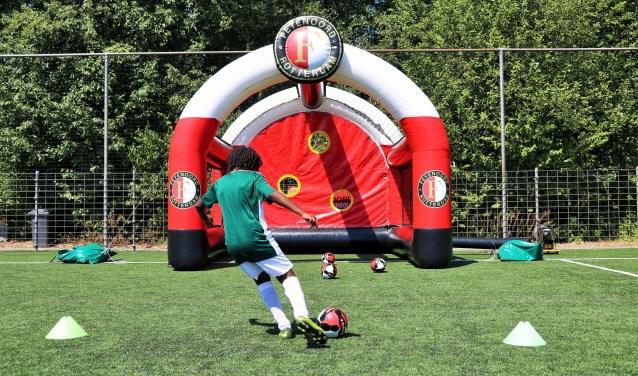 De aftrap van de Landelijke Opschoondag wordt zaterdag 23 maart gegeven door twee Feyenoorders. (Foto: Feyenoord Soccer School)